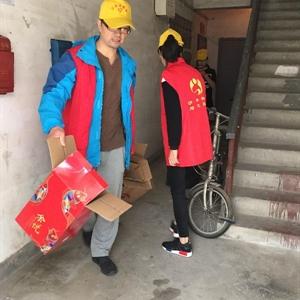 志愿义务劳动 美化小区环境